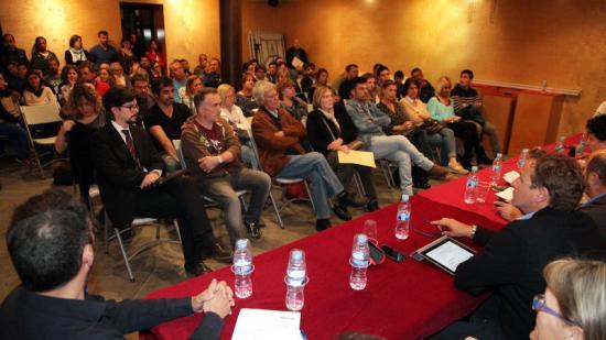 Una imatge del ple de l'aprovació del concurs per a una gestió única del futbol a Vilobí, el 20 d'abril Foto:JOAN SABATER