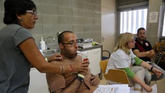Usuaris del CAP de Can Gibert del Pla de Girona en una sessió de deshabituació. quim puig