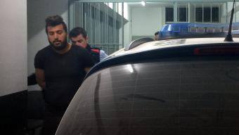 """Mohamed Yassine """"Chelagmi"""", sortint del jutjat camí de la presó. Foto:MARINA LÓPEZ / ACN"""