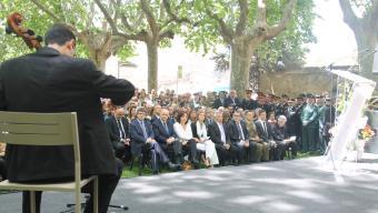 Les autoritats durant la primera part de l'acte d'homenatge a les víctimes que es va fer al Parc Balmes, a prop de l'antiga caserna Foto:G.FREIXA