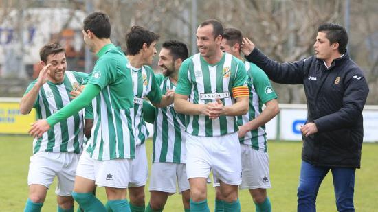 Els jugadors de la Jonquera celebrant un gol en un partit d'aquesta temporada Foto:L. SERRAT