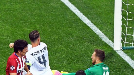 Sergio Ramos en el moment que marca l'1-0 en la final de la Champions de dissabte. Foto:EFE