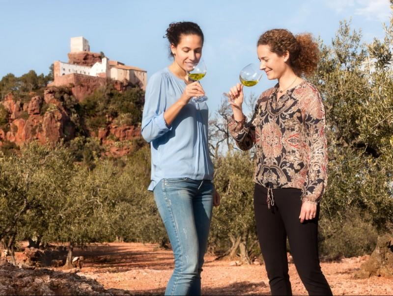 Sara (esquerra) i Judit March Solé, la cinquena generació de l'empresa familiar Olis Solé.  Foto:L'ECONÒMIC
