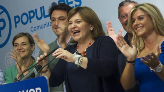La presidenta del PP valencià, Isabel Bonig, celebra els resultats. Foto:AGÈNCIES
