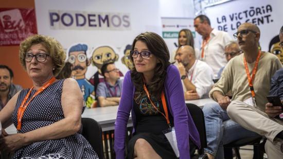 La vicepresidenta i líder de Compromís, Mónica Oltra , segueix amb cara de decepció l'escrutini a la seu de la coalició a València. Foto:EFE/ GUSTAVO GRILLO