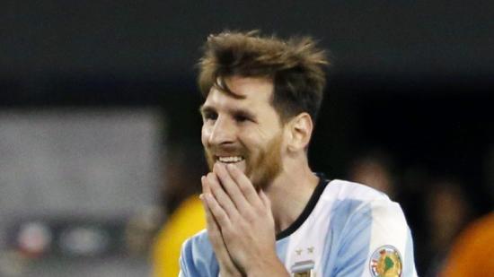 Leo Messi es lamenta per haver perdut la copa Amèrica en la tanda de penals Foto:JASON SZENES / EFE