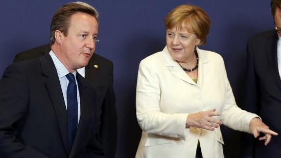 Cameron i Merkel, abans de començar la cimera de caps d'Estats de la UE Foto:REUTERS