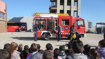 Escolars gironins, en aquest cas durant una visita al parc de bombers Foto:EPA