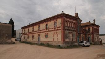 L'edifici de l'escorxador municipal de Palafrugell, ahir al matí  Foto:E.A.