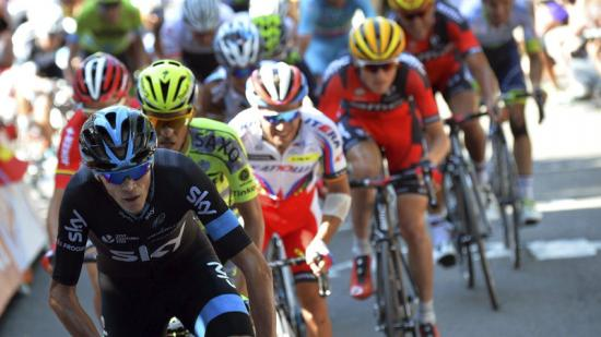Froome i la resta de favorits en la tercera etapa el 2015, amb final a Huy i que va guanyar Purito Foto:EFE