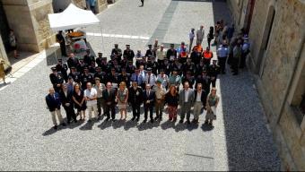 Els condecorats i les autoritats ahir al Castell de Sant Ferran de Figueres. Foto:TURA SOLER