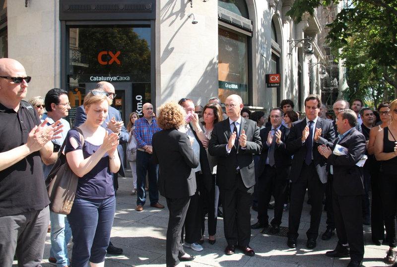 06 juliol 2016 tres minuts de silenci davant les for Oficines catalunya caixa