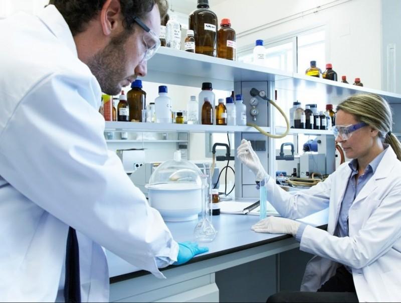 Imatge dels laboratoris de l'empresa biotecnològica lleidatana AXEB Biotech.  Foto:ARXIU