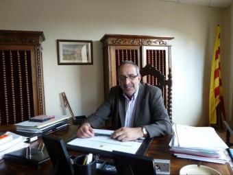 Miquel Arisa, alcalde de Centelles,  al seu despatx, la setmana passada  Foto:A.A.