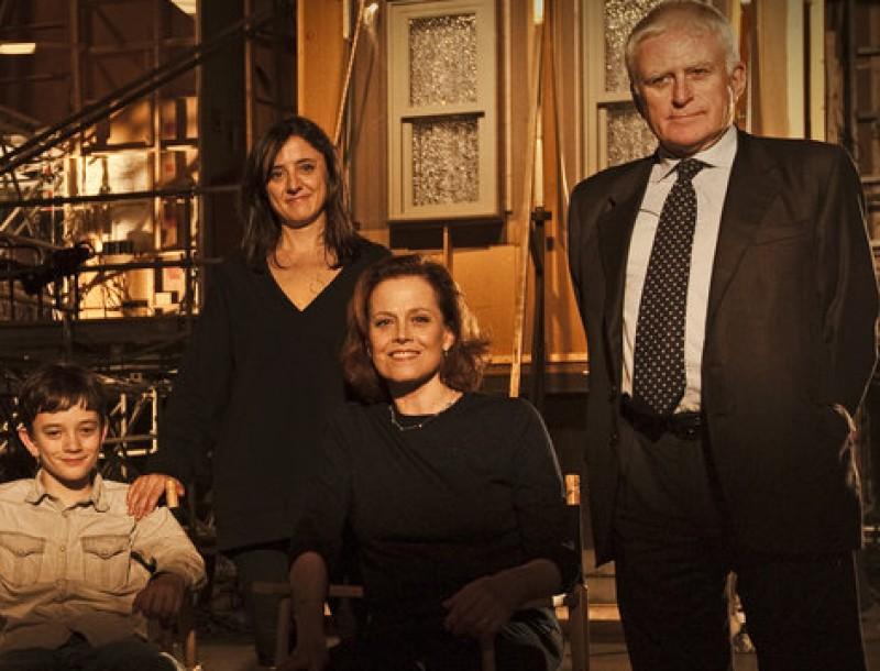 L'equip d''Un monstruo viene a verme'. Sigourney Weaver, asseguda a la dreta, rebrà el premi Donostia Foto:UNIVERSAL