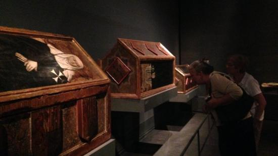 Les tres caixes sepulcrats del segle XIV, reclamades.  Foto:M.P.
