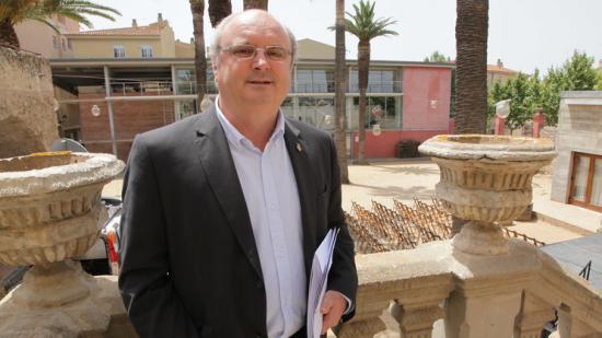 Jordi Colomí, portaveu d'UPM al govern, a la façana novble de Can Quitana, després del ple d'investidura del nou alcalde Foto:JOAN SABATER J.SABATER