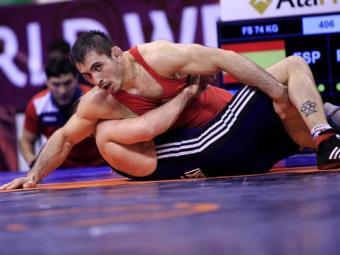 Friev, sotmetent el polonès Brzozowski, en el combat que li va donar la plaça pels Jocs de Rio Foto:UNITED WORLD WRESTLING