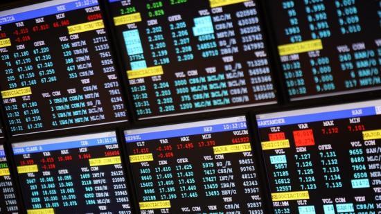 Panells amb les cotitzacions a la Borsa de Barcelona Foto:QUIM PUIG / ARXIU