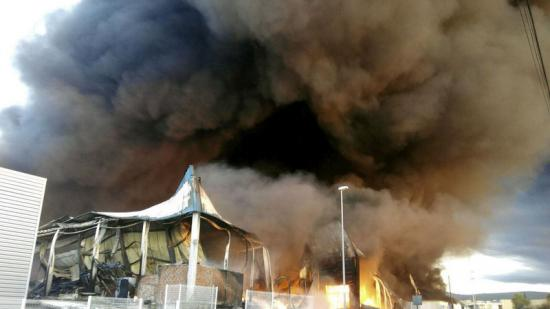 Incendi declarat a una fàbrica de l'Olleria. Foto:AGÈNCIES
