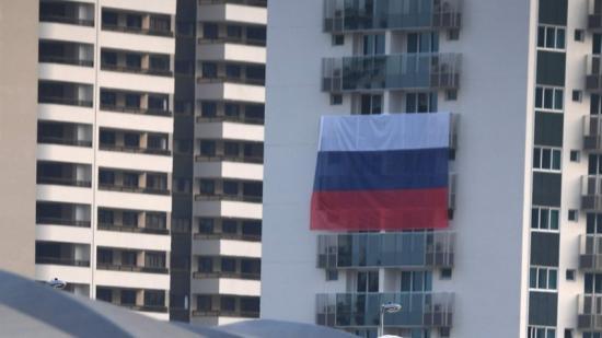La bandera russa , a la vila olímpica. Foto:AFP