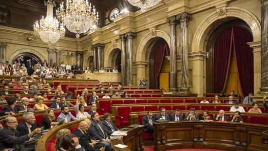 Els diputats de Junts pel Sí i la CUP voten les conclusions de la comissió davant l'absència de C's i el PP. el punt avui