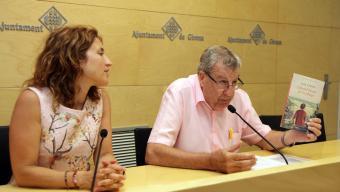 La tinenta d'alcalde Maria Àngels Planas i Joan Domènech, ahir Foto:JOAN SABATER