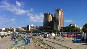 El sector on els pescadors estenen les xarxes, un dels punts, entre l'aparcament, la Planassa i la platja, que forma una de les postals del sector del port de Palamós Foto:J.T