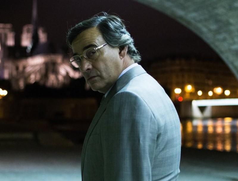 Eduard Fernández interpreta l'espia Francisco Paesa a 'El hombre de las mil caras', que competeix a Donostia Foto:WARNER
