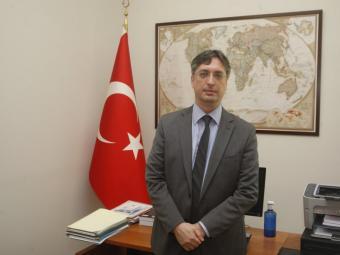 El cònsol de Turquia, Emir Salim Yüksel, al seu despatx de Barcelona Foto:ORIOL DURAN