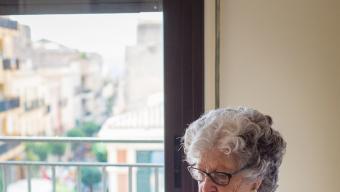 La Maria, al seu pis, en una imatge del seu nét, Lluís Català, que es fotògraf .