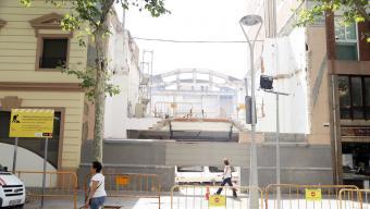 L'edifici de Transformadors ja ha estat enderrocat . La partida per fer-hi el casal de barri projectat és una de les que ha estat endarrerida fins d'aquí tres anys Foto:ANDREU PUIG