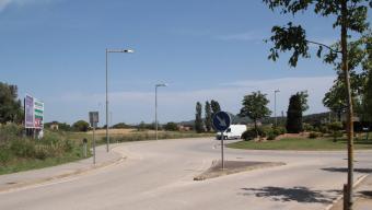 La rotonda de la plaça de Miquel Martí i Pol de Palafrugell, on arrencarà el tram de ronda cap al polígon industrial Foto:E.A