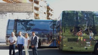 Llorà, Vayreda, Vendrell i Gilabert amb els autobusos que porten publicitat. Foto:R. E