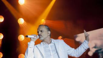 Miguel Bosé en plena actuació Foto:J. GRAS