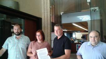 Els regidors d'ERC de Tarragona, ahir, moments abans de registrar les al·legacions Foto:C.F