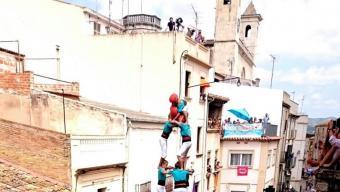 El colossal 3 de 10 que els Castellers de Vilafranca van descarregar ahir a l'Arboç, un rei de la gamma extra que els verds ja han completat dues vegades enguany, als que cal afegir el de la Colla Vella per la Firagost Foto:CASTELLERS DE VILAFRANCA