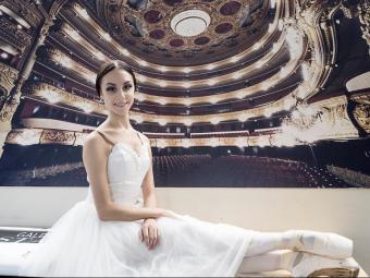 Ada González, ahir, després de l'actuació, vestida amb el tutú romàntic de Giselle Foto:JOSEP LOSADA