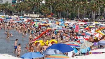 Ambient a les platges de Salou. La capital de la Costa Daurada ha incrementat enguany l'ocupació turística Foto:ARXIU
