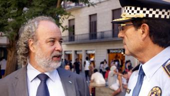 El comissionat de Seguretat, Amadeu Recasens, amb el cap de la Guàrdia Urbana, Evelio Vázquez Foto:ACN