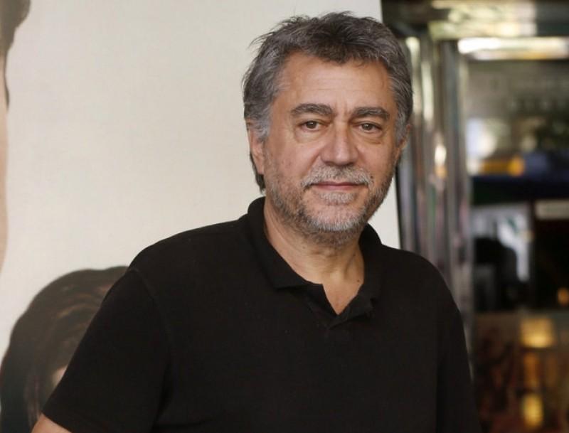 Antonio Chavarrías ahir als cinemes Verdi davant el cartell d''El elegido', que s'estrena avui Foto:KIKO HUESCA/EFE
