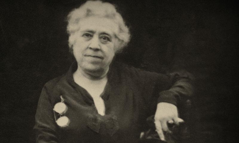 Imatge de Caterina Albert, en el cartell de l'exposició.