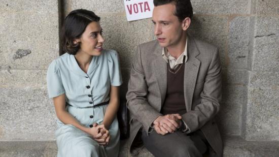 Roser Tàpies (Carmela) i Pablo Derqui Foto:(FERRAN) SÓN ALUMNE I PROFESSOR EN AQUESTA FICCIÓ INSPIRADA EN LA VIDA DEL CATALÀ FERRAN CALVET TV3