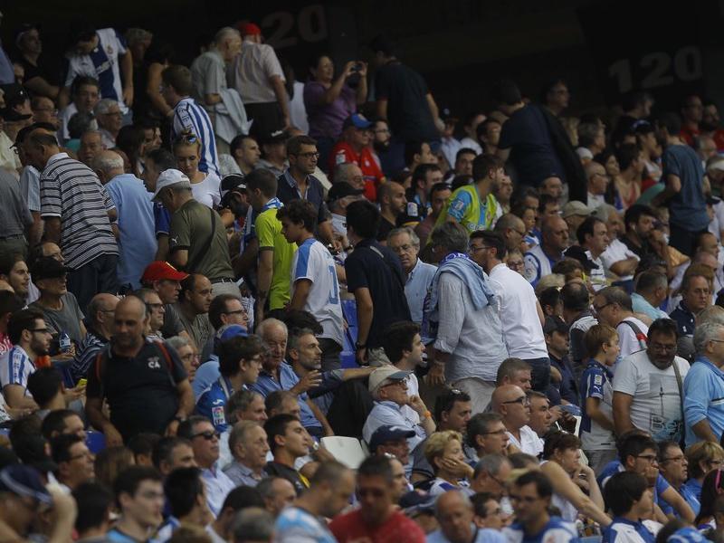 Aficionats periquitos marxant de l'estadi abans del final del partit fa un any contra el Real Madrid Foto:F.C