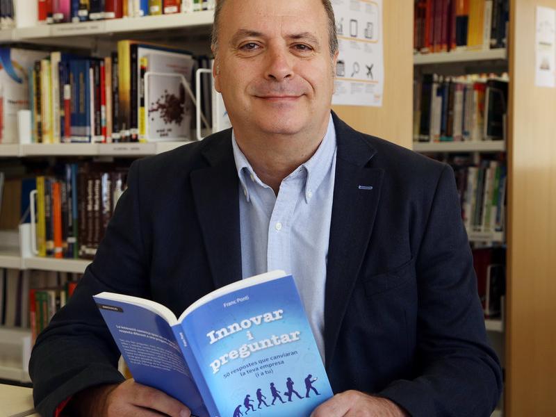 Franc Ponti, aquí a la biblioteca de l'escola de negocis EADA, és professor del GIMCE, Global Innovation Management.  Foto:ANDREU PUIG