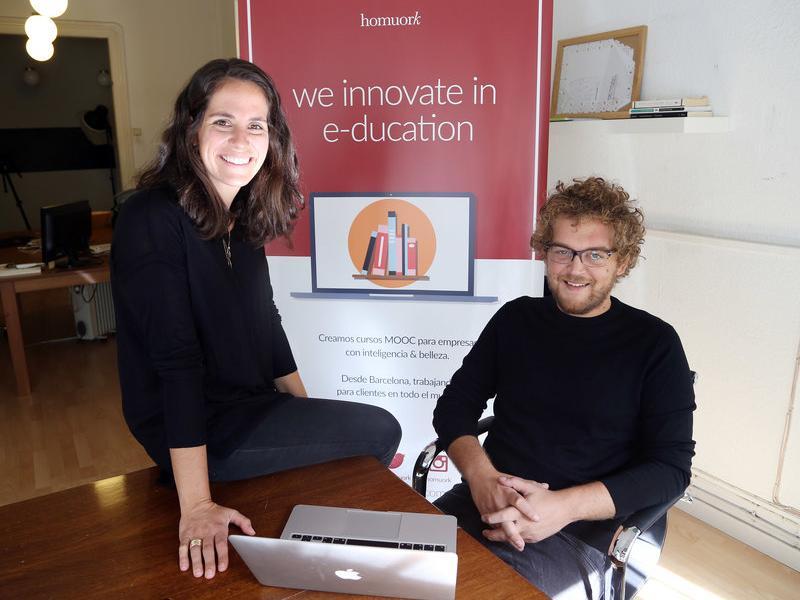 Alexandra Maratchi i Xavier Orri, dos socis de Homuork a les oficines de Barcelona.  Foto:ANDREU PUIG