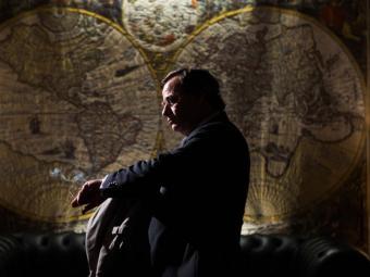 Eduard Fernández interpreta Francisco Paesa, conegut com 'El hombre de las mil caras' Foto:WARNER BROS