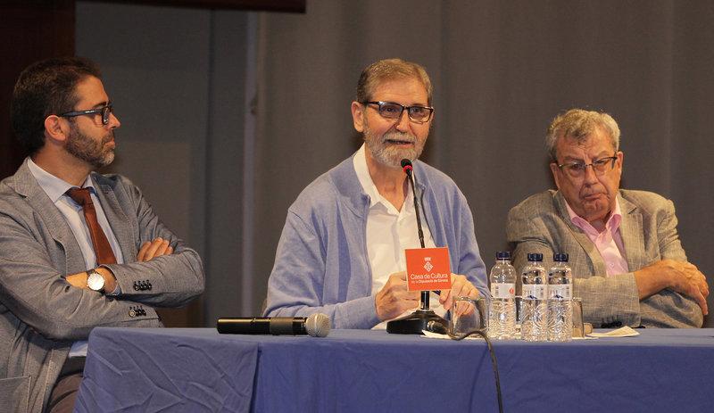 Imatge de Ramon Solsona, ahir, entre Emili Rosales i Joan Domènech.