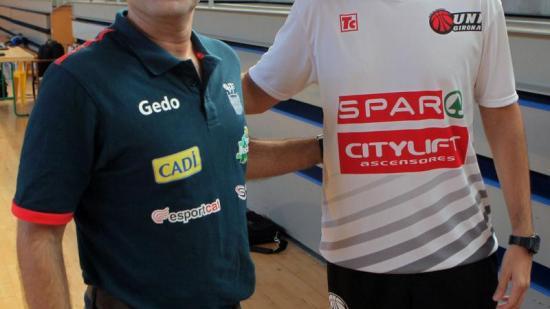 Joan Carles Pie (esquerra) i Èric Surís, entrenadors del Cadí la Seu i l'Spar Citylift Girona Foto:RICARD ROVIRA / FCBQ