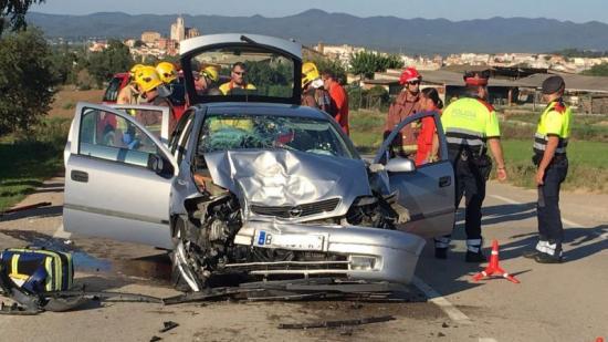 El cotxe en que viatjava la ferida Foto:ELPOLLTV